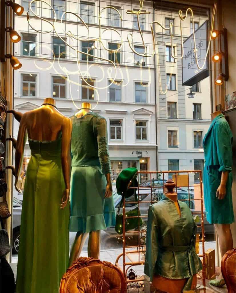 revolv-vintage-butiken-Turkost-fönster-innifrån